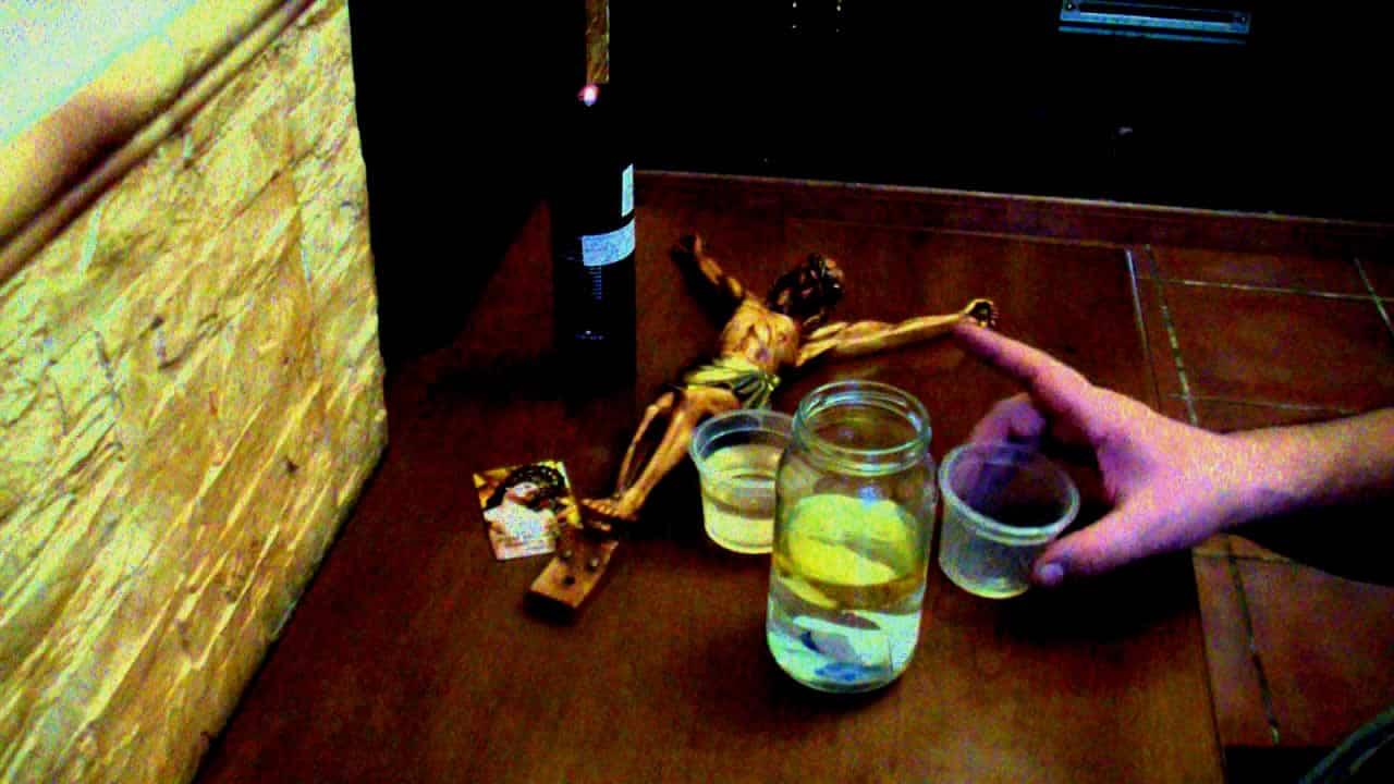 ritual con aceite y agua para separar