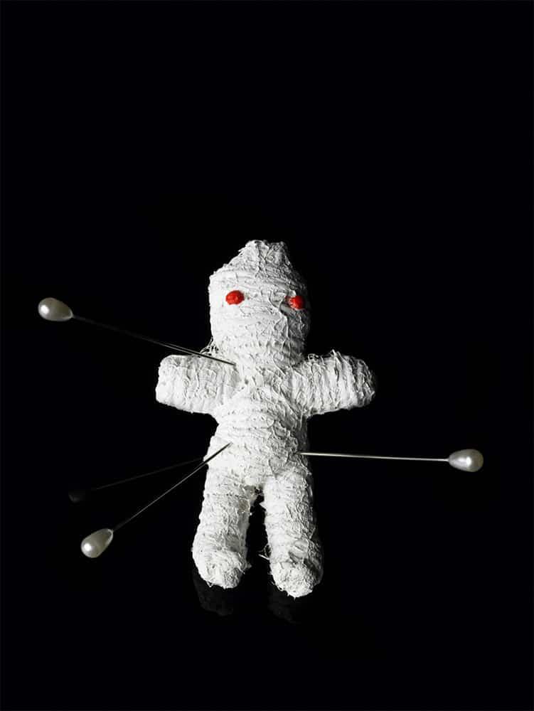 Muñeco vudu del hechizo par que regrese un hombre